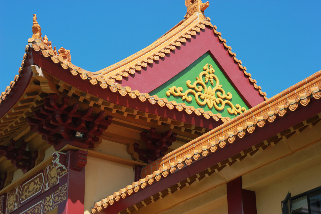 intricate rooftop detailing at Hsi Lai Temple